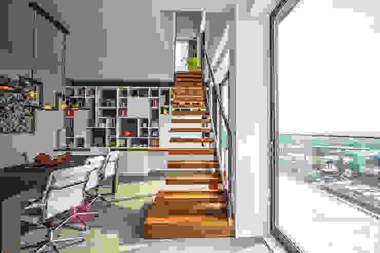 Zwevende trap Industriële gangen, hallen & trappenhuizen van homify Industrieel