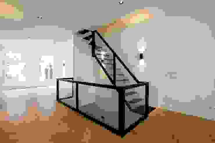 Koridor & Tangga Modern Oleh homify Modern