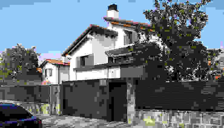 Casas de estilo  por Rafael Hernáez Loza AITEC Proyectos, Clásico