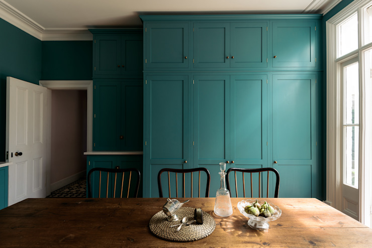 The Upminster Kitchen by deVOL من deVOL Kitchens كلاسيكي
