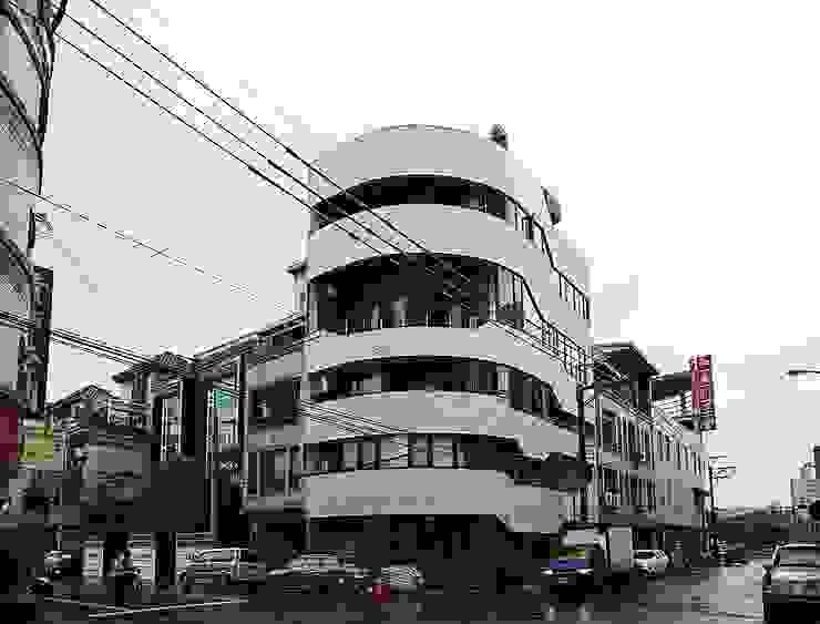 SOHO之家 現代房屋設計點子、靈感 & 圖片 根據 行一建築 _ Yuan Architects 現代風