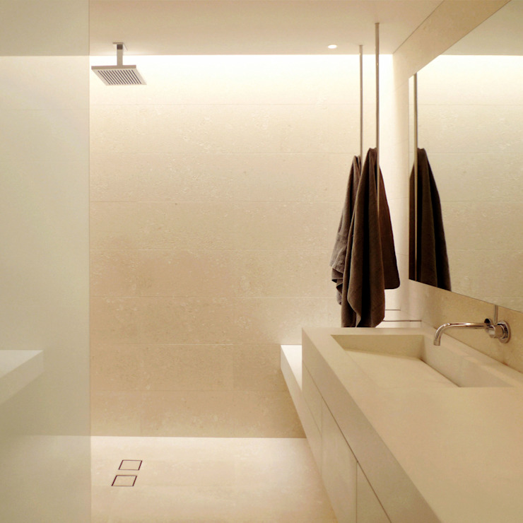Salle de bain minimaliste par Grassi Pietre srl Minimaliste