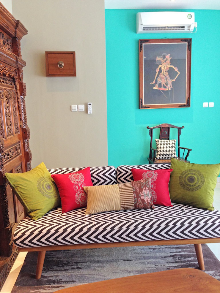 RANAH Eclectic style living room Multicolored