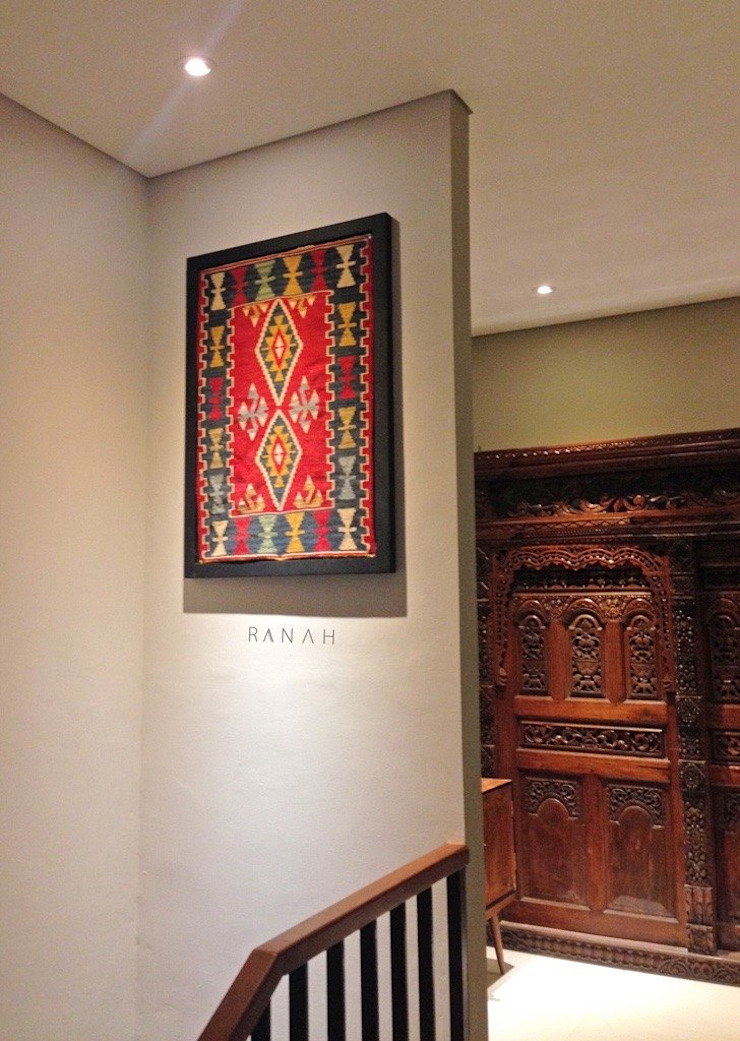 RANAH Eclectic style corridor, hallway & stairs Wood effect