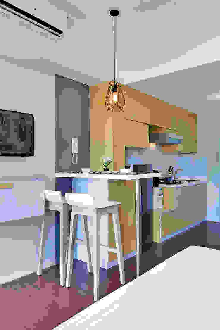 Studio Apartment – Bintaro Plaza Residence Ruang Makan Gaya Skandinavia Oleh RANAH Skandinavia