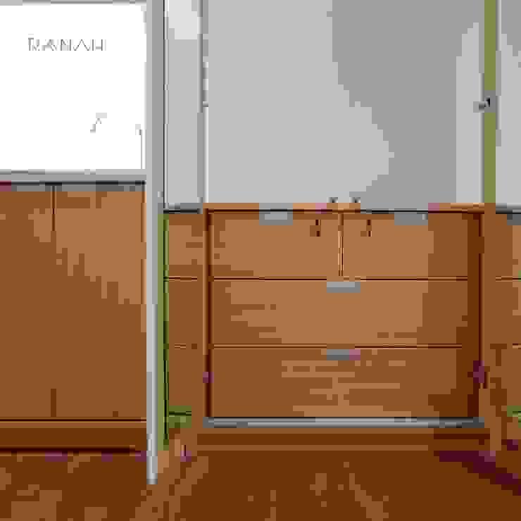Baños de estilo minimalista de RANAH Minimalista