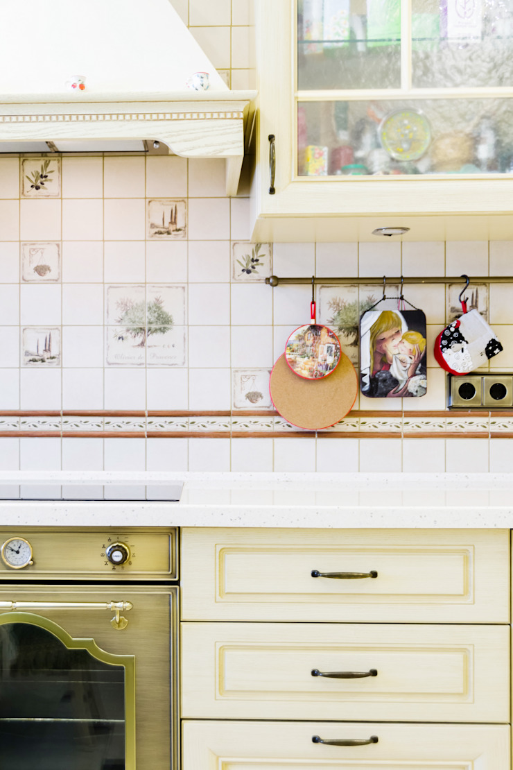 Classic style kitchen by Дизайнер Светлана Юркова Classic