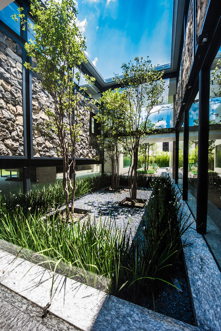 Hacienda del Pedregal Casas estilo moderno: ideas, arquitectura e imágenes de Sobrado + Ugalde Arquitectos Moderno