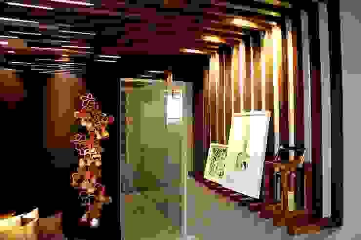 Modern Corridor, Hallway and Staircase by Duna Arquitetura Modern Wood Wood effect