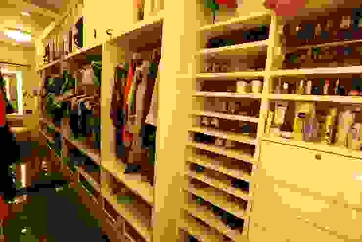 Basant Park - Chembur Modern dressing room by Aesthetica Modern