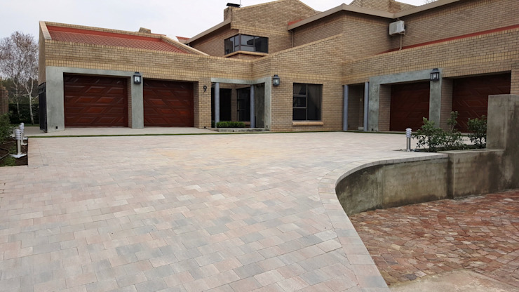 New driveway for Nkateko and Liesel Modern Garden by Gorgeous Gardens Modern