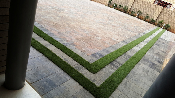 New driveway for Nkateko and Liesel Modern Garden by Gorgeous Gardens Modern