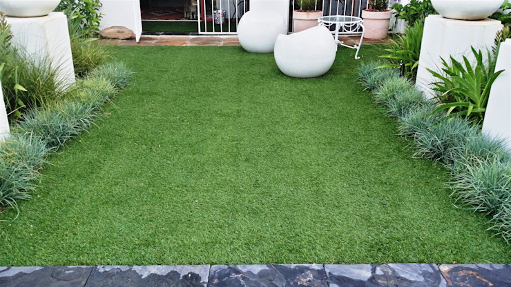 New garden for Kobus and Helet Storm:  Garden by Gorgeous Gardens