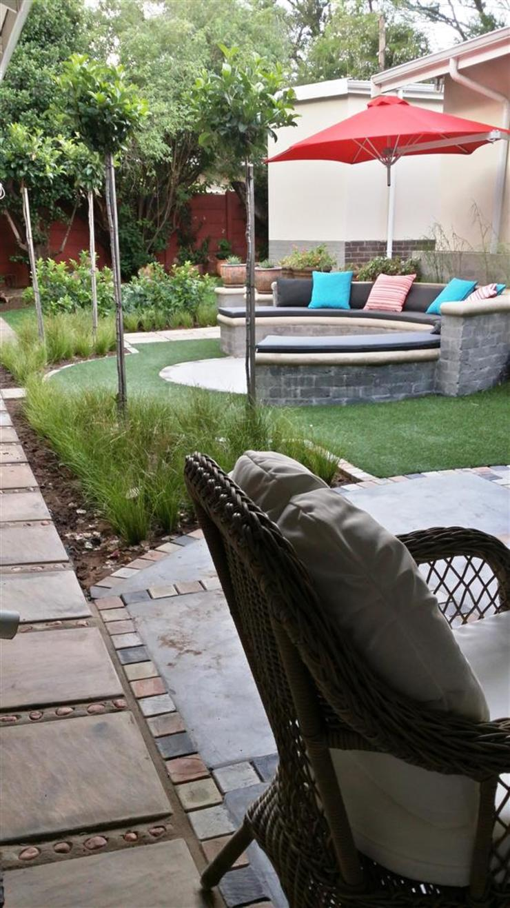New outdoor room for Pieter and Annelize Modern Garden by Gorgeous Gardens Modern