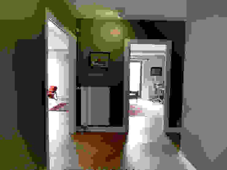 ทางเดินสไตล์สแกนดิเนเวียห้องโถงและบันได โดย MİMPERA สแกนดิเนเวียน ไม้ Wood effect