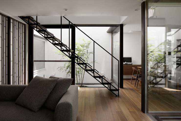 atelier137 ARCHITECTURAL DESIGN OFFICE Modern corridor, hallway & stairs Iron/Steel Black