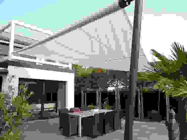 Classic style balcony, veranda & terrace by Mester Fenster-Rollladen-Markisen Classic