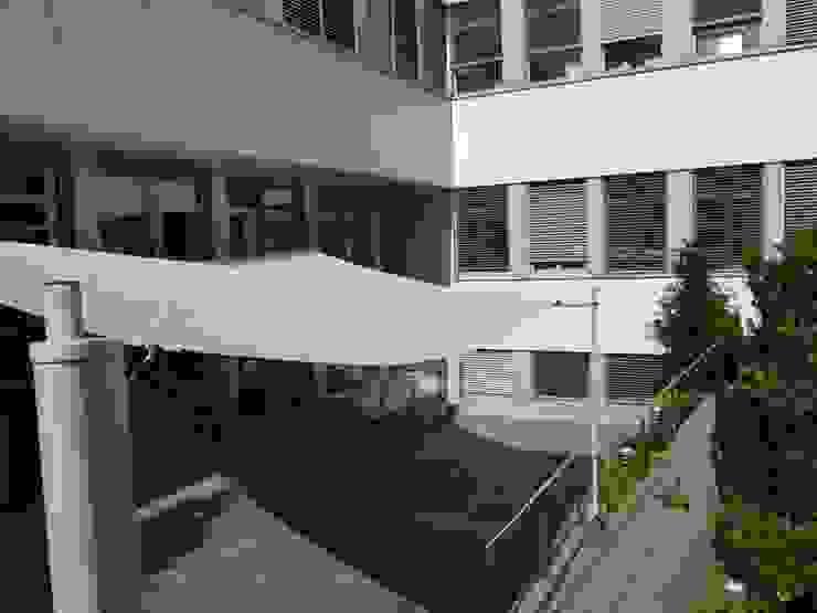 Balcones y terrazas clásicos de Mester Fenster-Rollladen-Markisen Clásico