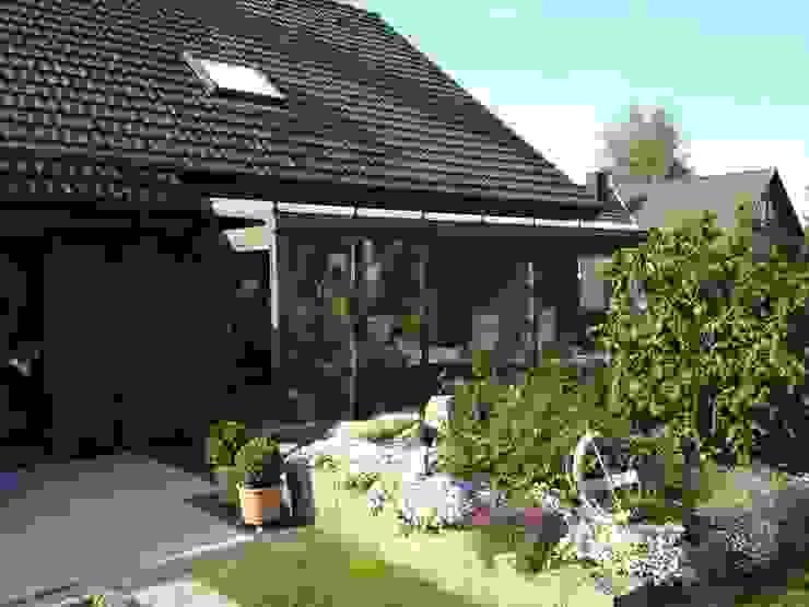 Classic style garden by Mester Fenster-Rollladen-Markisen Classic
