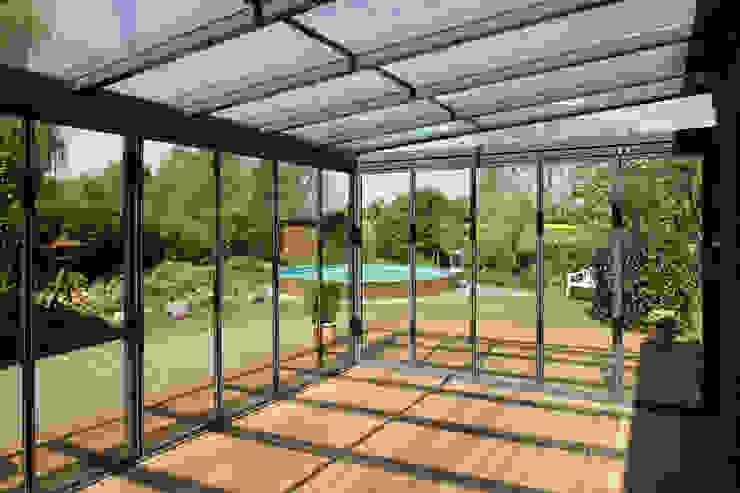 Mester Fenster-Rollladen-Markisen クラシックデザインの テラス