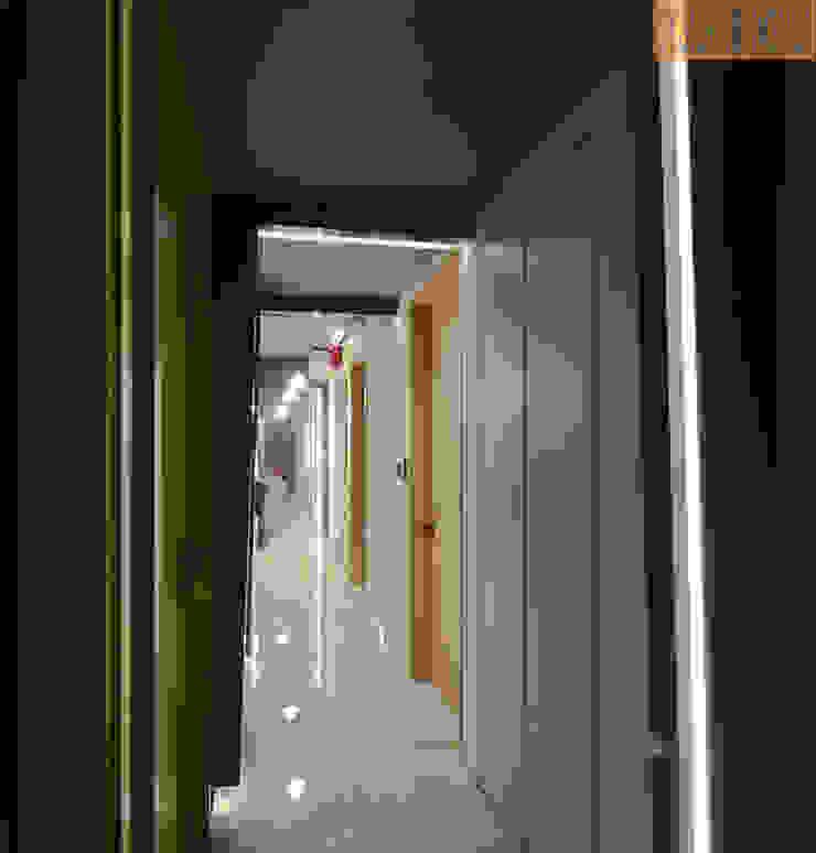 Corridor Modern Corridor, Hallway and Staircase by Designer House Modern Plywood