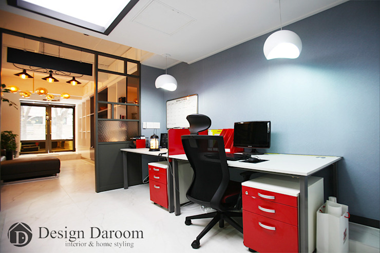 Klasyczne domowe biuro i gabinet od Design Daroom 디자인다룸 Klasyczny