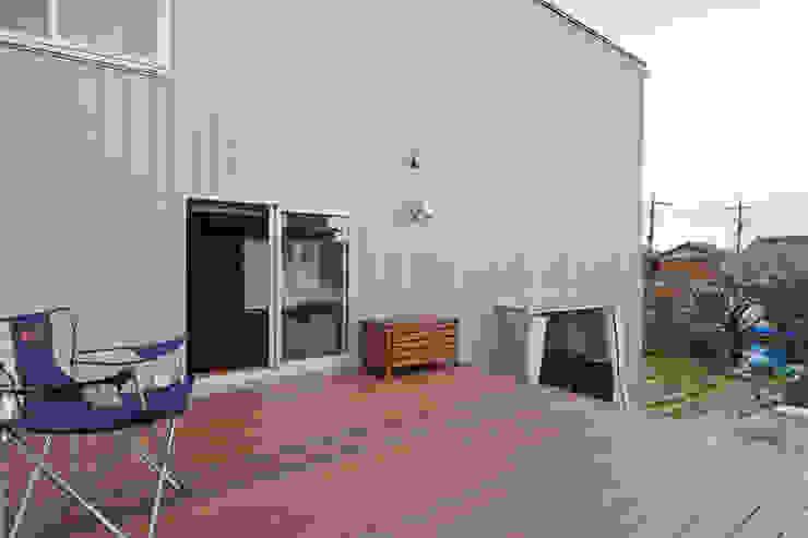 Balkon, Beranda & Teras Modern Oleh 神永設計 Modern Kayu Wood effect