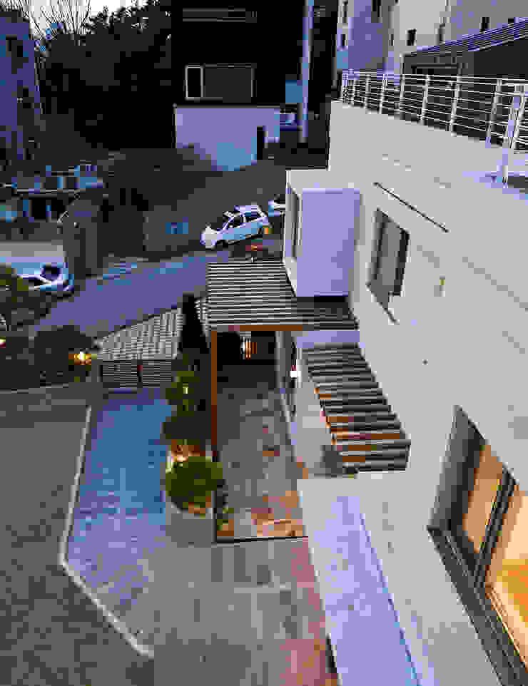 분당 이매동 주택 <Fragrant hill house> 모던스타일 주택 by 더 이레츠 건축가 그룹 모던