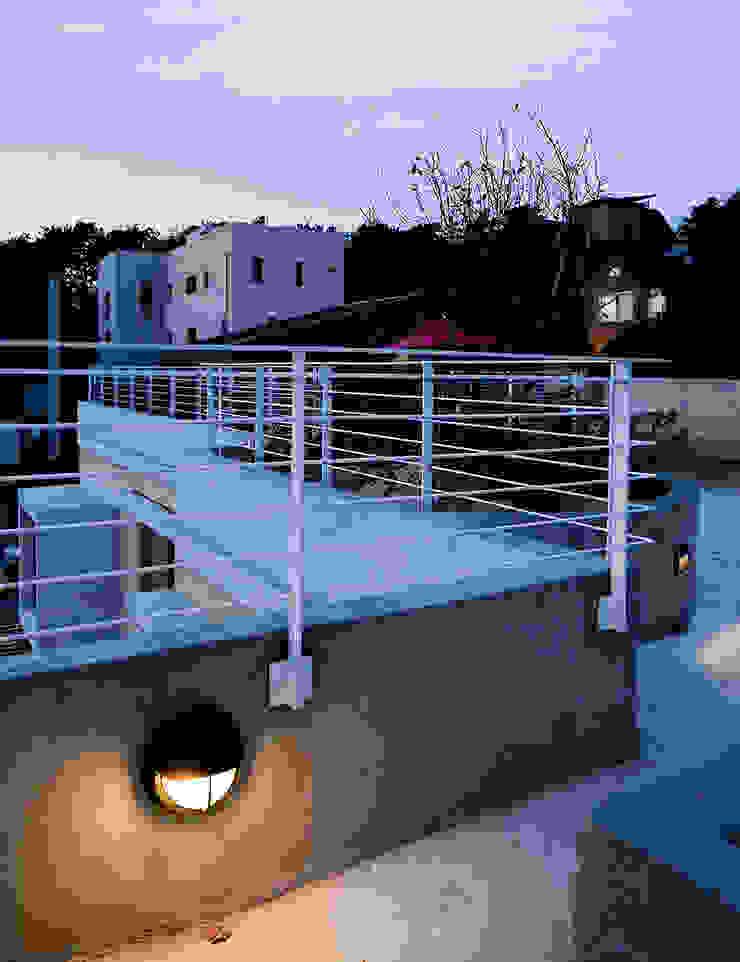 분당 이매동 주택 <Fragrant hill house> 모던스타일 발코니, 베란다 & 테라스 by 더 이레츠 건축가 그룹 모던