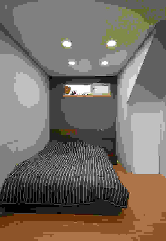 분당 이매동 주택 <Fragrant hill house> 모던스타일 미디어 룸 by 더 이레츠 건축가 그룹 모던