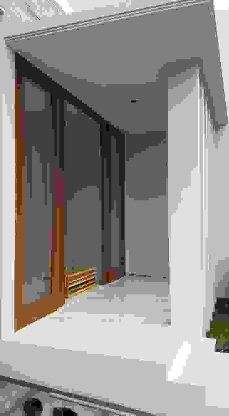 Scandinavian style balcony, veranda & terrace by Jasa Arsitek Jakarta Scandinavian