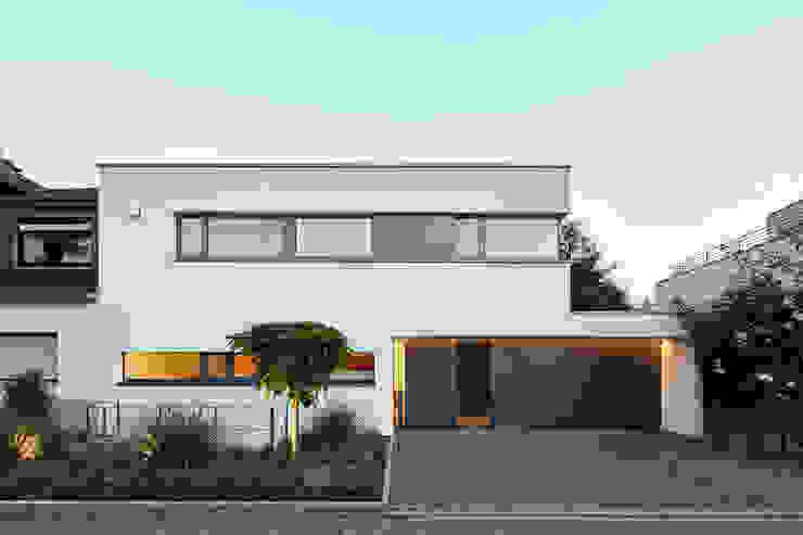 現代房屋設計點子、靈感 & 圖片 根據 Falke Architekten 現代風