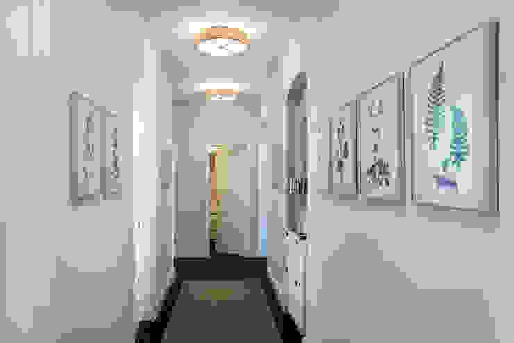 經典風格的走廊,走廊和樓梯 根據 CONSCIOUS DESIGN - INTERIORS 古典風