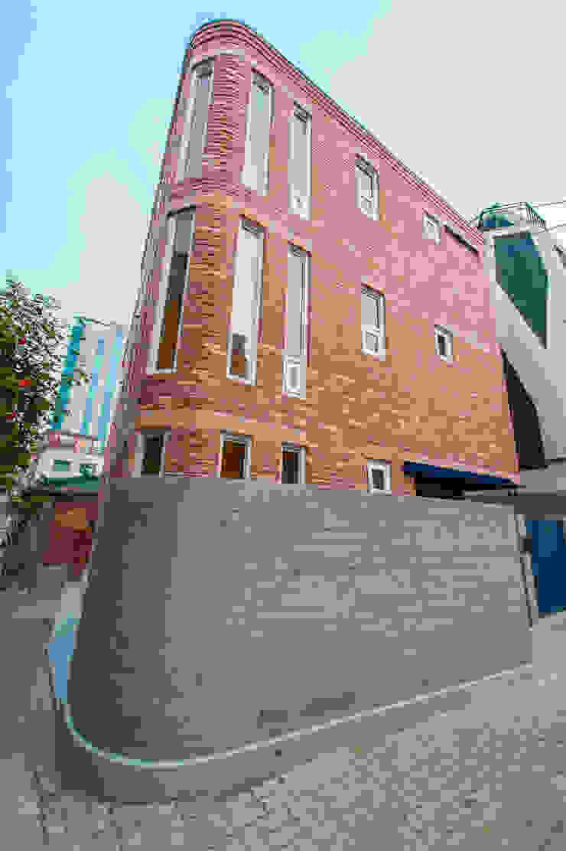 신길동 주택 클래식스타일 주택 by 더 이레츠 건축가 그룹 클래식