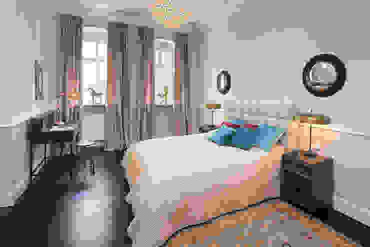 Chambre classique par CONSCIOUS DESIGN - INTERIORS Classique Bois Effet bois
