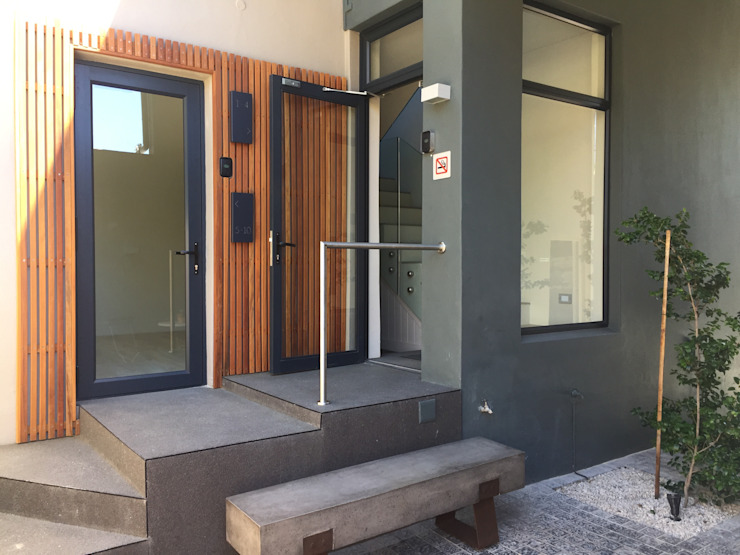 Entrance courtyard by Turquoise Minimalist