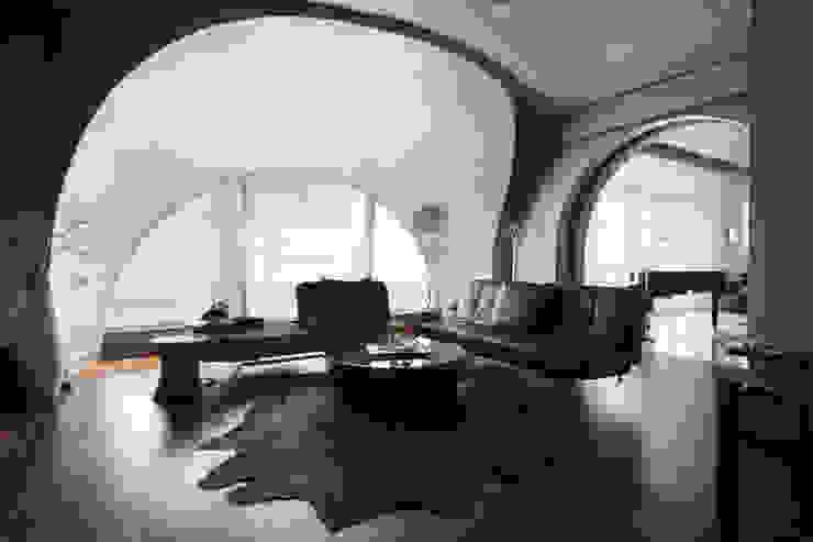 Urban Living at Pacific Place Residence Ruang Media Modern Oleh E&U Modern