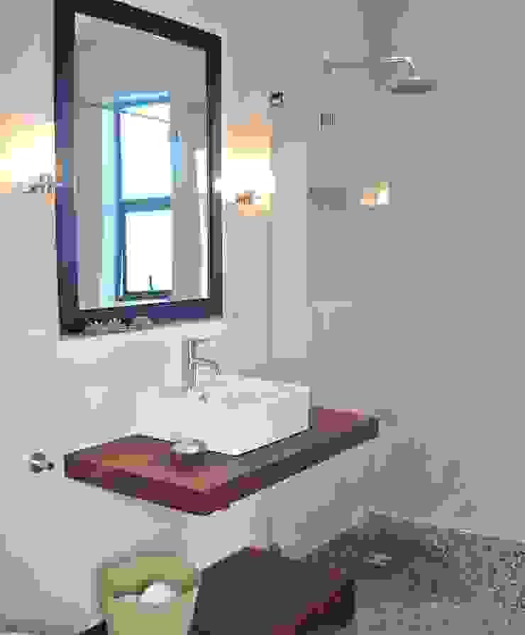 Beach house bathroom Modern bathroom by Turquoise Modern