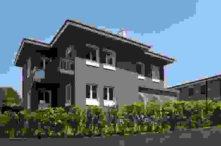 現代房屋設計點子、靈感 & 圖片 根據 tissellistudioarchitetti 現代風