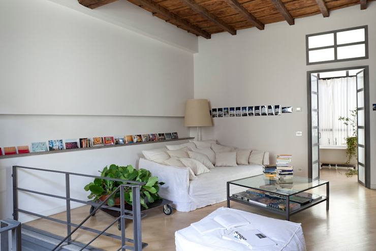 Casa Orsini Orsini Architects Soggiorno in stile mediterraneo Bianco