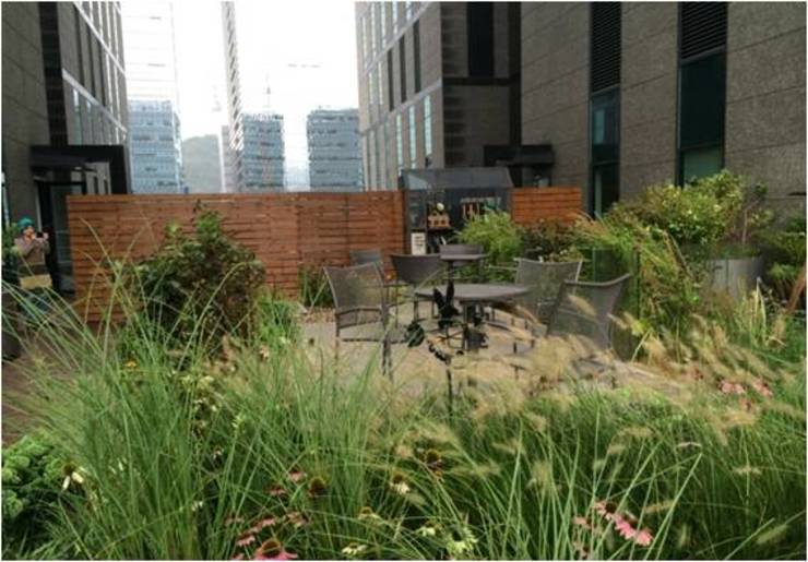 가드닝 프로젝트 – 2014. 아모레퍼시픽 본사옥상정원 아시아스타일 정원 by 가든디자인 뜰(garden design 뜰) 한옥