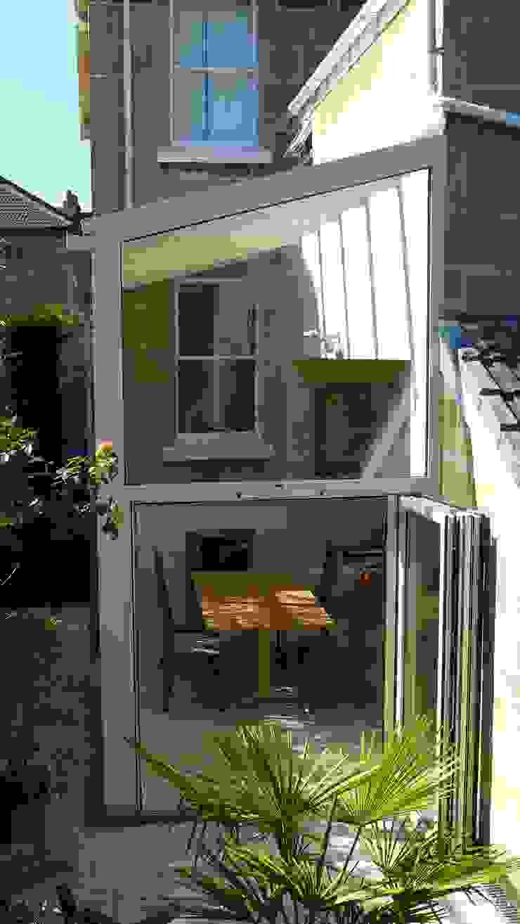 Kitchen diner in glass conservatory Style Within Moderner Wintergarten Glas