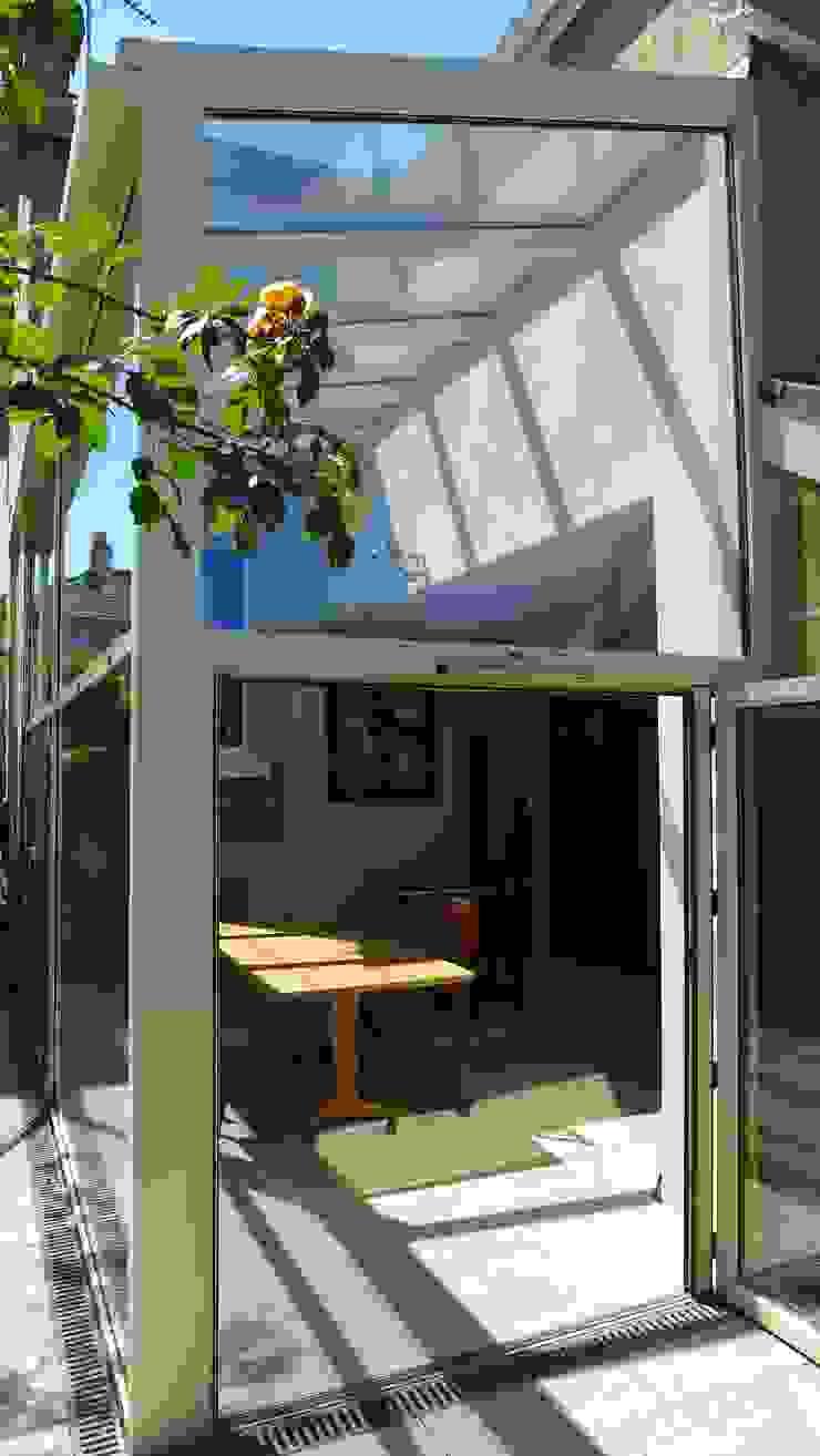 Kitchen diner in glass side return extension. Style Within Moderner Wintergarten Glas