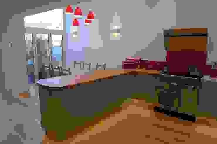 Kitchen diner in side return extension. Style Within Moderne Küchen Grün