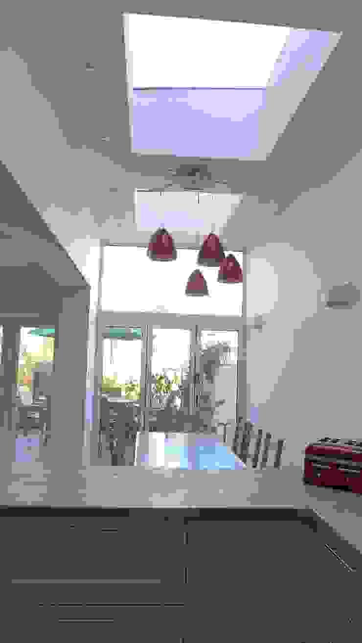 Kitchen diner in side return extension. Style Within Dachfenster Grün