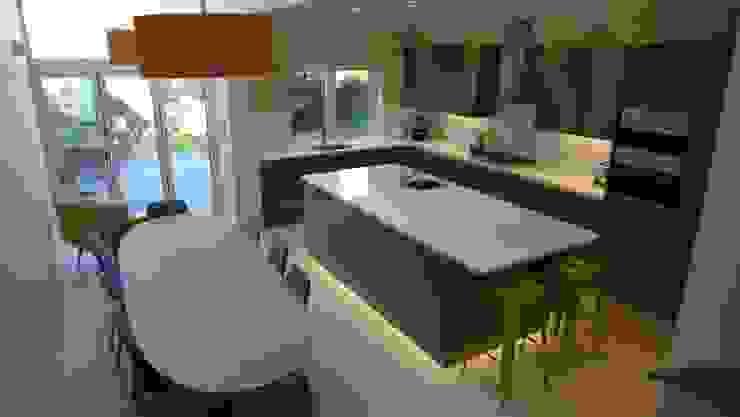 Kitchen diner in glass side return extension. Style Within Moderne Küchen Grau