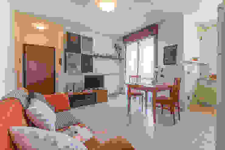 Home Staging per la vendita di appartamento arredato e abitato Anna Leone Architetto Home Stager Soggiorno classico