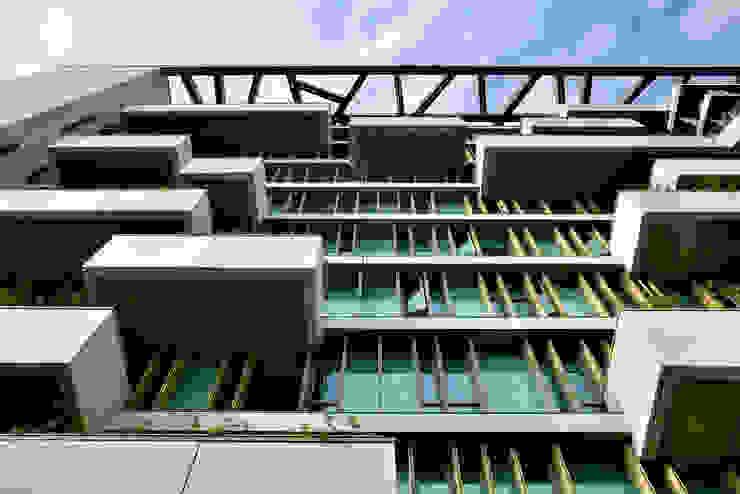 Paredes y pisos de estilo industrial de 綠野國際建築師事務所 Industrial