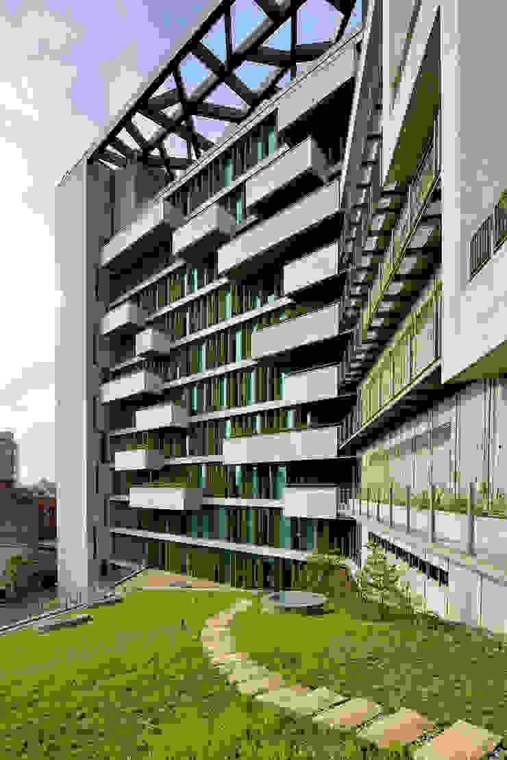 Jardines de estilo industrial de 綠野國際建築師事務所 Industrial