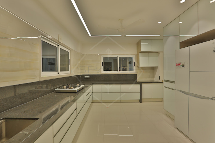 SKY DECK SPACCE INTERIORS Asian style kitchen